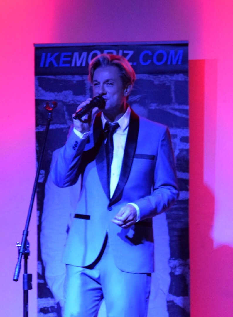 Ike Moriz Valentines Day concert Strand Helderberg Somerset West swing jazz Sinatra Bublé Simone rat pack tribute hits springbok blues restaurant romantic wonderful evening show love swings fly me to the moon
